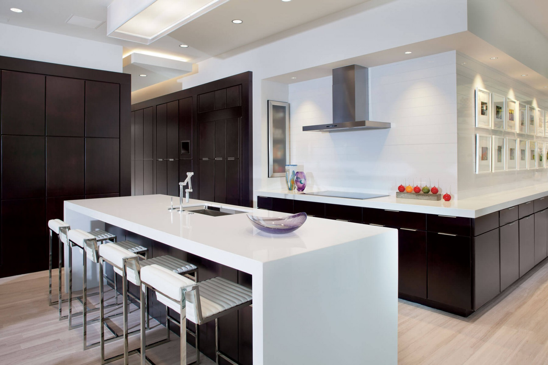 The new american home 2012 custom residence phil kean for Decoracion de cocinas integrales