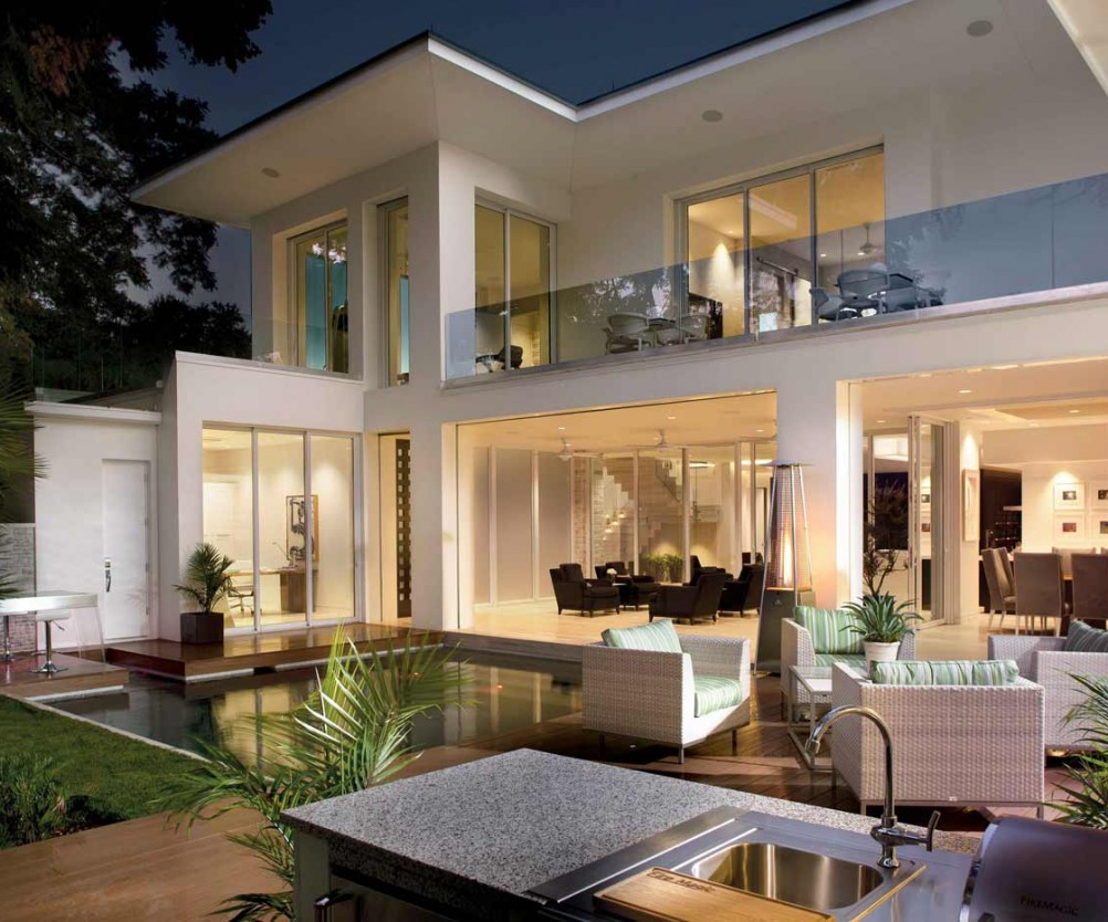 Outdoor spaces enhance entertaining phil kean design group for Outdoor living designs